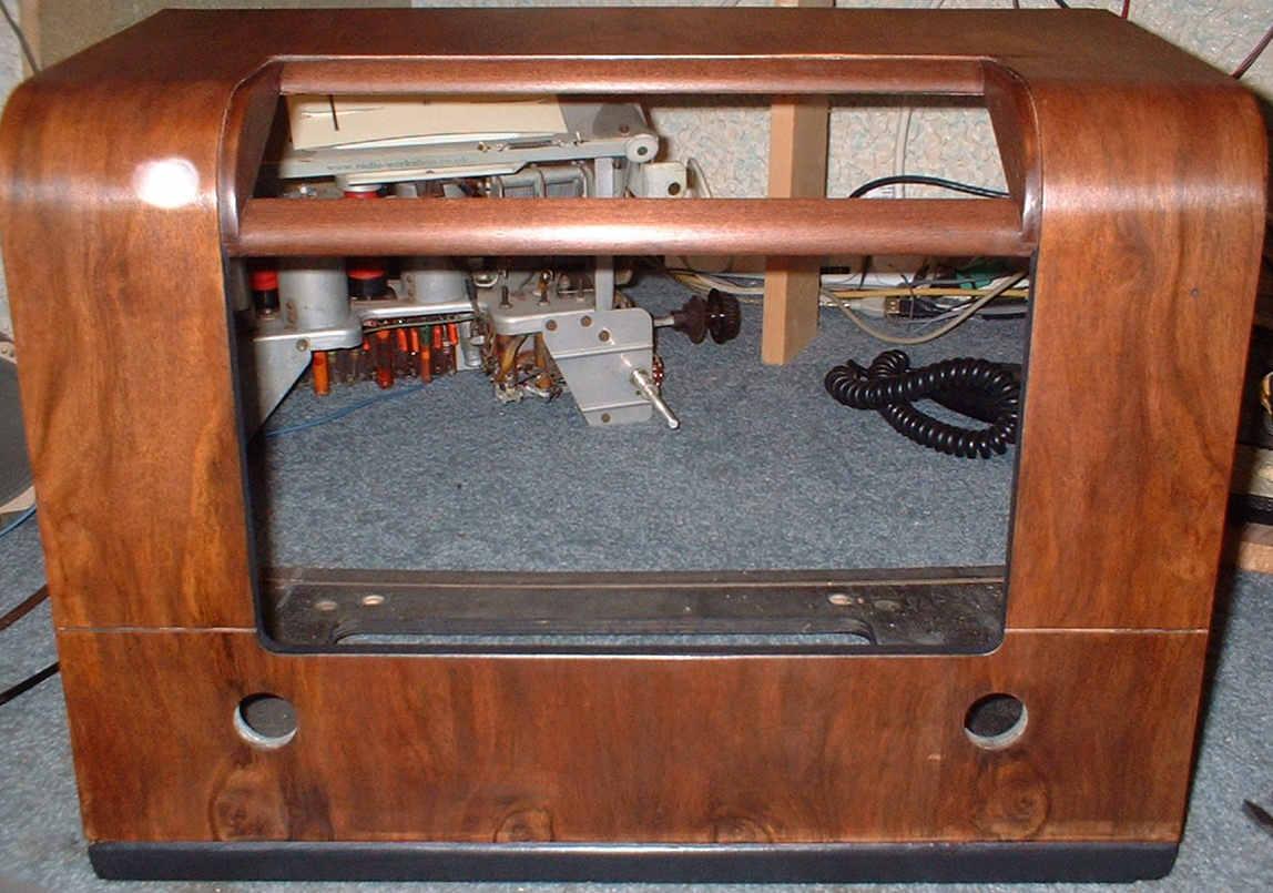 Vintage valve radio cabinet polishing