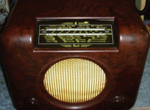 Bush DAC90A vintage Bakelite radio yellow glass