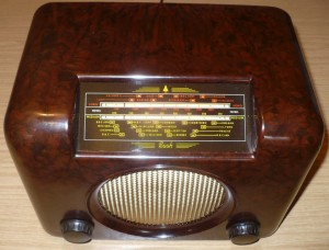Bush DAC90A vintage Bakelite radio - red yellow dial glass
