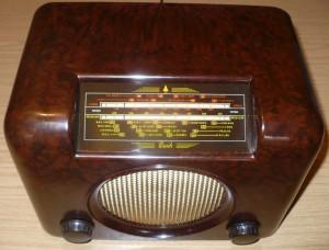 Bush DAC90A vintage Bakelite radio - red yellow dial glass