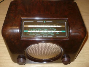Bush DAC90A vintage Bakelite radio green dial glass