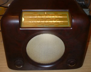 Bush DAC90A vintage Bakelite radio gold dial glass