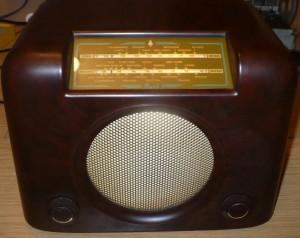 Bush DAC90A vintage Bakelite radio gold dial glass