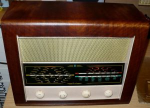 Vintage valve radio added Bluetooth
