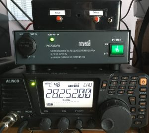 Alinco DX-SR8 with PSU and Beacon Keyer